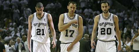 Tim Duncan (21), Brent Barry (17) and Manu Ginobili (20) find themselves on the brink of elimination Thursday night in Los Angeles.