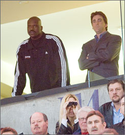 Vinny Del Negro, right, was last in the spotlight when, as Suns assistant general manager, he accompanied the recently acquired Shaquille O'Neal to a February game against the Hornets.