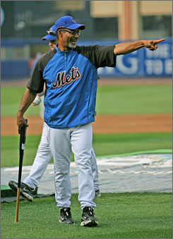 """New Mets manager Jerry Manuel eased the strict rules Willie Randolph had implemented. """"We're not the same team,"""" Mets ace Johan Santana says."""