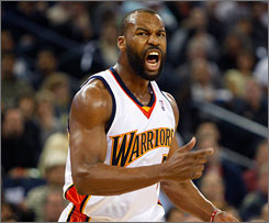 Baron Davis reportedly signed with the Los Angeles Clippers after suprisingly opting out of his contract with Golden State.