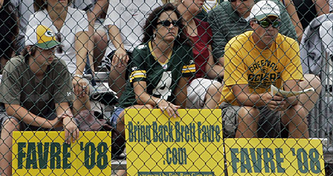 The fans in Green Bay who want Brett Favre to return to the Packers have been vocal with their support, with some even delivering signed petitions to Packers officials. Not all Green Bay fans are clamoring for the longtime Packers quarterback to return, however.