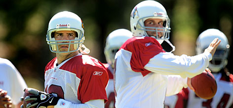 """Cardinals QB Kurt Warner, left, is not conceding the starter's job to Matt Leinart. """"I'll put my skills up against anybody's,"""" Warner says. """"Whoever is the best guy will play. I expect that to be me."""""""