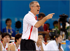 Tom Maher, China's Australian-born coach, led the Aussie women to a silver medal in 2000.