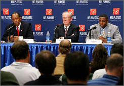 Richard Berthelsen, center, with late union chief Gene Upshaw, left, and former president Troy Vincent, will be the NFLPA's interim chief.