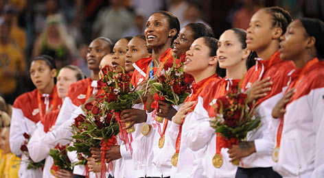 Lisa Leslie, center, and Team USA sing the national anthem from the top of the podium after capping a gold-medal Olympics performance with a 27-point romp in the tournament final.