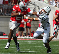 Ohio State quarterback Terrelle Pryor and the rest of the Buckeyes had trouble shaking Ohio.