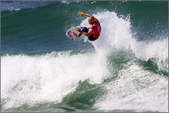 U.S. surfer Kelly Slater has his sights set on a reign in Spain.