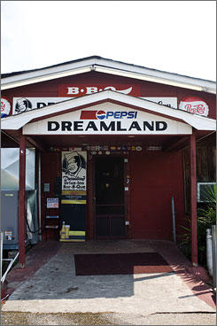 Dreamland Bar-B-Que is a favorite among University of Alabama fans. The small establishment is always packed to the brim on gameday with Crimson Tide faithful.