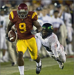 USC receiver David Ausberry runs away from Oregon cornerback Jairus Byrd for a fourth-quarter touchdown as the Trojans bounced back from their upset loss to Oregon State.