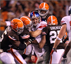 Eli Manning and the Giants flet victim to the Browns' crush on Monday that handed the defending Super Bowl champions their first loss of the season.