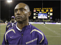 Washington coach Tyrone Willingham walks off the field after a loss to Notre Dame 33-7. Washington announced last week that coach Willingham, who is 11-33 in four seasons, would not return in 2009.