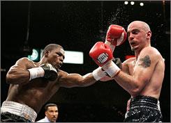 Jermain Taylor, left, battling Kelly Pavlik, fights fellow Olympian Jeff Lacy on Saturday.