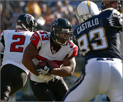 "Falcons RB Michael Turner played four seasons as LaDainian Tomlinson's backup in San Diego before emerging with his first 1,000-yard rushing season in Atlanta. ""I didn't really have the opportunity, so people didn't really know what I could do,"" Turner says of his time with the Chargers."