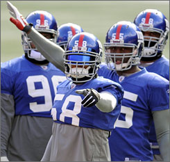 Antonio Pierce makes a point during the Giants' Friday morning practice in East Rutherford, N.J.