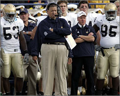 Charlie Weis would like to end Notre Dame's bowl skid with a win against Hawaii.