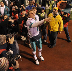 Chad Pennington returned to drive a stake into the heart of his old team when the Dolphins clinched the AFC East on Sunday.
