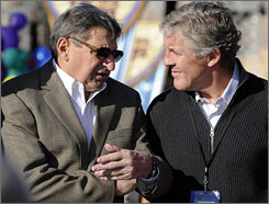 Joe Paterno, left, and Pete Carroll are two of the reasons why the Rose Bowl will be an intriguing game.