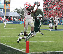 Georgia running back Knowshon Moreno hauled in this fourth-quarter touchdown to seal the with for the Bulldogs.