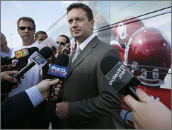 Sooners coach Bob Stoops has lost his last four BCS games. &quot;I'm not here worried seeking approval from whoever,&quot; he says.