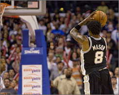 Roger Mason Jr. shoots a three-pointer with 8.4 seconds remaining in the fourth quarter of an NBA game against the Clippers in Los Angeles on Nov. 17. Mason hit the shot to send the Spurs to an 86-83 win.