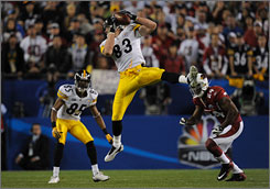 Steelers tight end Heath Miller, center, caught five passes for 57 yards in the Super Bowl, including this reception in the first quarter.
