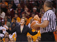 Tennessee coach Pat Summitt, disagreeing with a second-half call, will have to wait until Thursday for her next shot at her 1,000th coaching win.