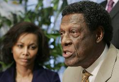 Former Los Angeles Clippers general manager Elgin Baylor anounces his lawsuit against the team at a news conference.