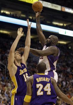 Shaq scored 33 points to lead the Suns past       Kobe Bryant and the Lakers, 118-111.