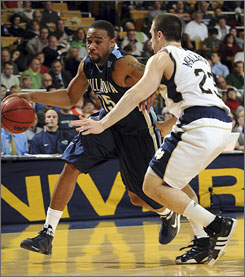 Reggie Redding, left, and Villanova turned the ball over only five times against Kyle McAlarney and Notre Dame during the Wildcats' road victory.
