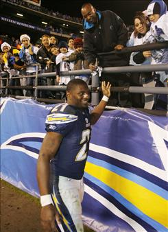 San Diego fans will be able to keep cheering for running back LaDainian Tomlinson, who agreed to a renegotiated deal with the Chargers on Tuesday.
