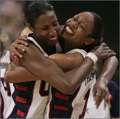 Tina Thompson, right, and Lisa Leslie -- all smiles after helping Team USA win gold in 2004, then again in 2008 -- will be reunited in L.A. next season.