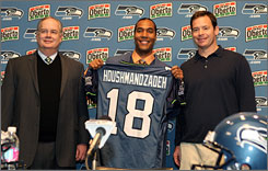 """They just had the better situation at the quarterback spot,"" T.J. Houshmandzadeh said of choosing the Seahawks instead of the Vikings. ""And Matt will affect the outcome of many, many games. I felt more comfortable playing with Matt."""