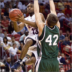 """Arizona's Nic Wise scored 21 points and dished out eight assists Sunday in the Wildcats' 71-57 victory over Cleveland State. """"We feel, talent-wise, we are one of the better teams in the tournament,"""" Wise says. """"But we like being underdogs. ... So we thrive on that."""""""