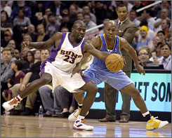 Phoenix guard Jason Richardson, left, and Denver guard Chauncey Billups, right, battle for a loose ball in the first quarter of a Suns' 118-115 victory Monday, March 23, 2009.