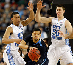 North Carolina's Danny Green, left, and Tyler Hansbrough can become the schools all-time winningest class with a victory over Michigan State on Monday night in Detroit.
