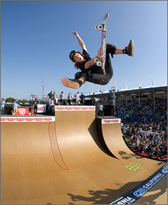 Shaun White dazzles in the men's vert finals at last year's Maloof Money Cup.