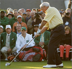 Arnold Palmer makes the ceremonial first swing of this year's Masters.