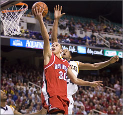 Stephen Curry announced Thursday that he will forego his senior season at Davidson and enter the NBA draft.