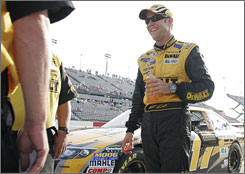 Matt Kenseth won his first pole in four years with a record-setting qualifying run Friday at Darlington Raceway.