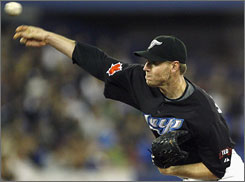 Roy Halladay (8-1) became the first pitcher in the Majors to reach eight wins this season.
