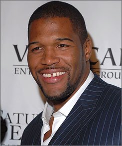 Could Fox studio analyst Michael Strahan be the TV game analyst the NFL Network is looking for?