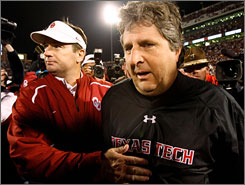 Texas Tech coach Mike Leach, right, was a poll voter in 2008 while Oklahoma's Bob Stoops did not participate in the voting last year.