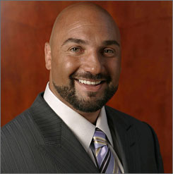 Fox reporter Jay Glazer is trying to attract NFL players to the world of MMA.