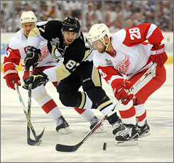 Red Wings defenseman Brian Rafalski (28), battling Sidney Crosby during Game 6, talked to his Detroit teammates about playing in a Game 7. Rafalski was victorious with the Devils in 2003 in a seven-game series.