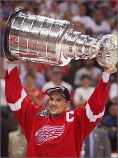 Steve Yzerman, the long-time captain for the Detroit Red Wings, was announced as a new member of the Hockey Hall of Fame on Tuesday afternoon.