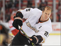 Chris Pronger, one of the top defensemen in the NHL, was part of a draft-day trade from Anaheim to Philadelphia.