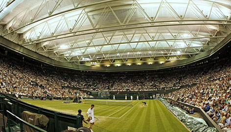 Andy Murray, near, outlasted Stanislas Wawrinka under the lights on Centre Court in a five-set thriller that had the All England Club abuzz.