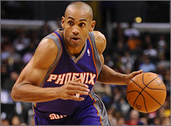 Grant Hill plans to return to the Suns for his 15th season in the NBA.