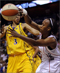 The Connecticut Sun's Amber Holt, right, battles with Los Angeles' Candace Parker for a rebound during their WNBA game in Uncasville, Conn.
