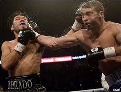 Lucian Bute, right, and Librado Andrade trade punches during their fight last October. On Wednesday night, the two announced a rematch on Nov. 28 in either Montreal or Quebec City.